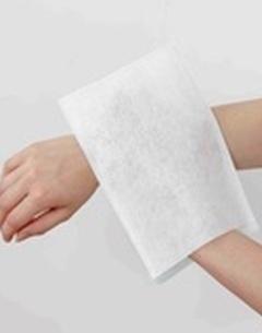 Gants de toilette jetables pré-savonnés non-tissés (carton de 10 x 50 gants)